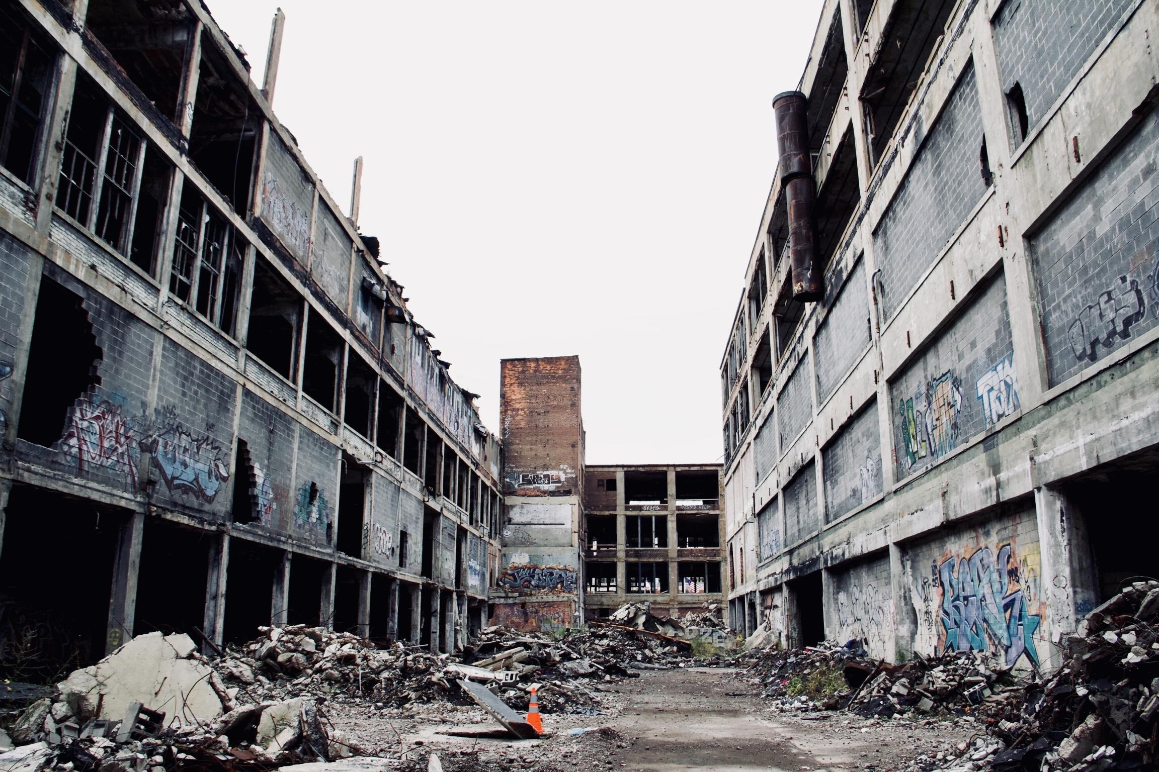facade serie 1 - Les aventuriers de l'usine perdue