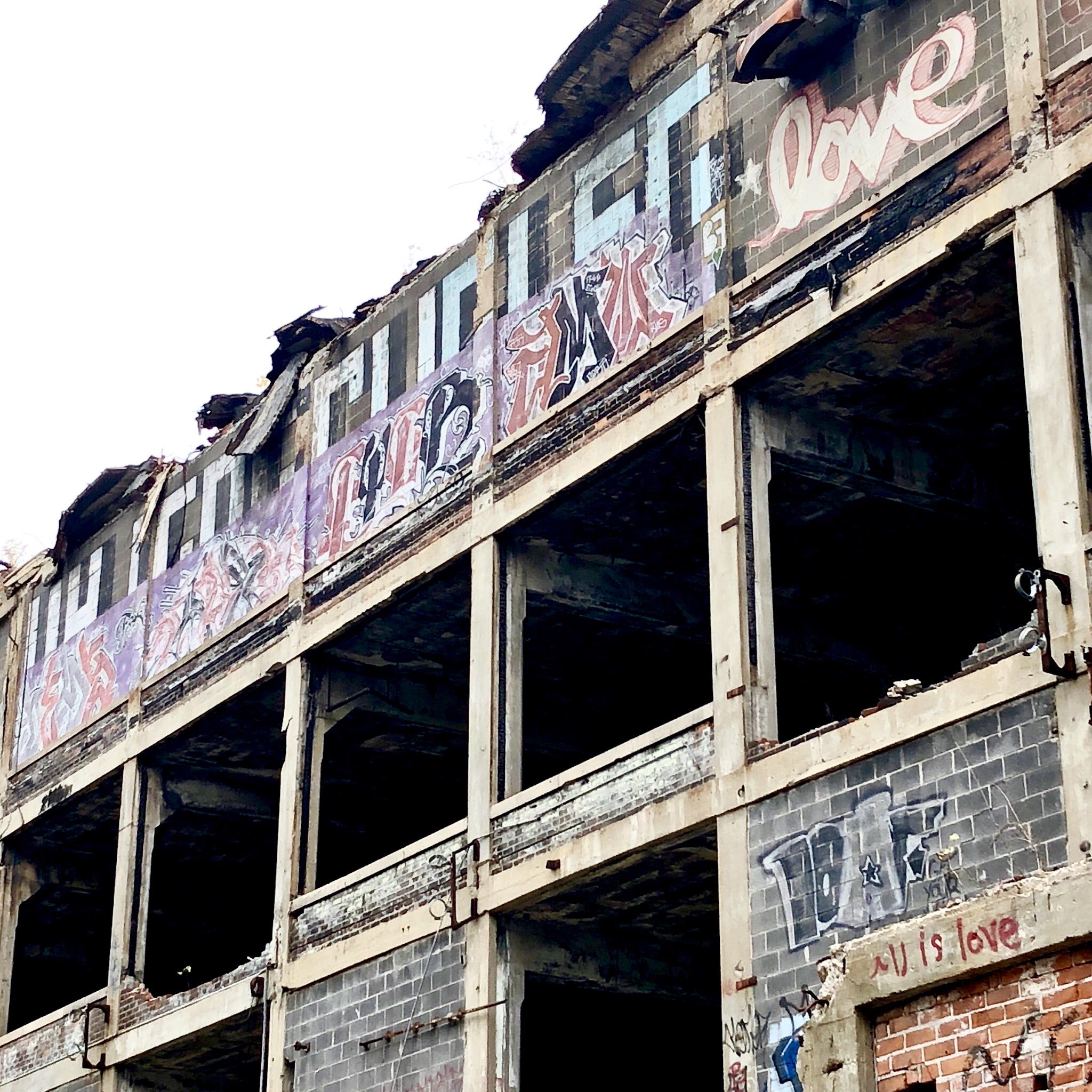 facade serie 3 - Les aventuriers de l'usine perdue
