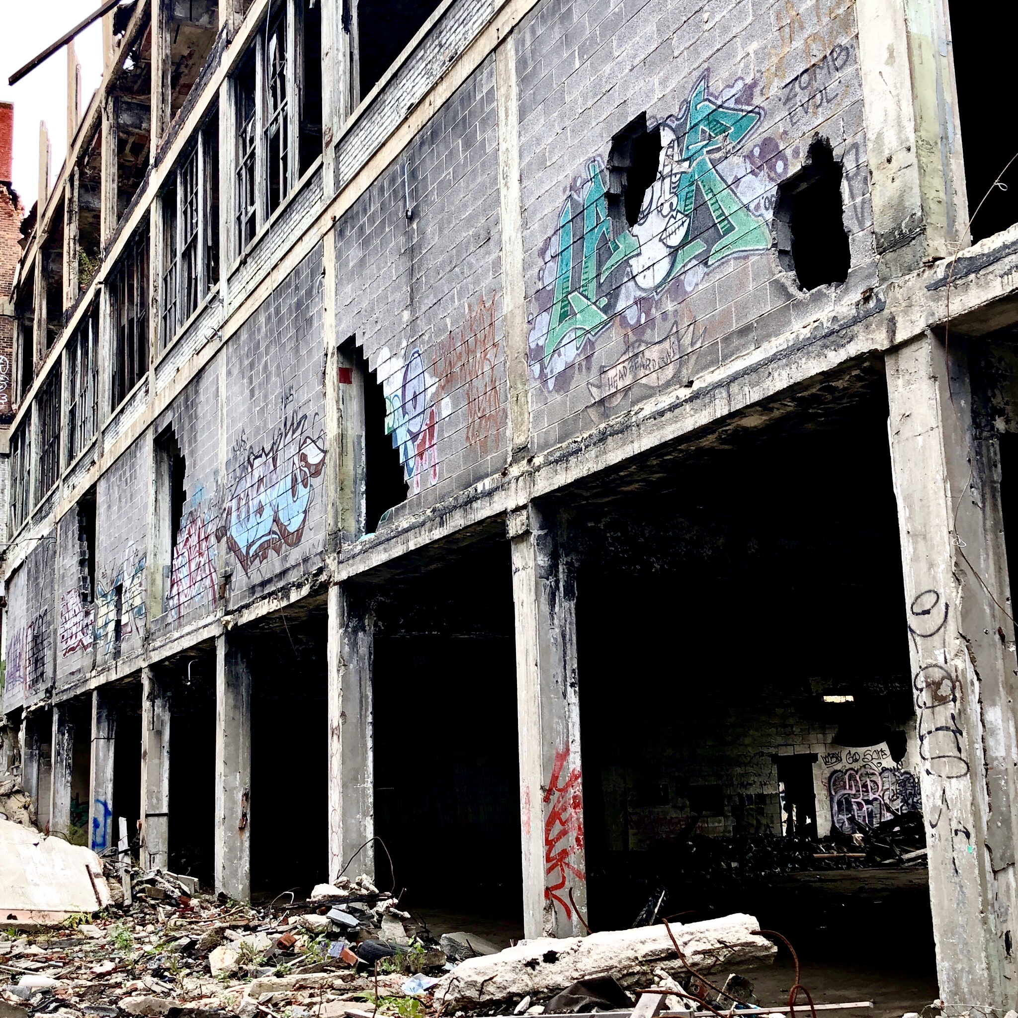 facade serie 5 - Les aventuriers de l'usine perdue