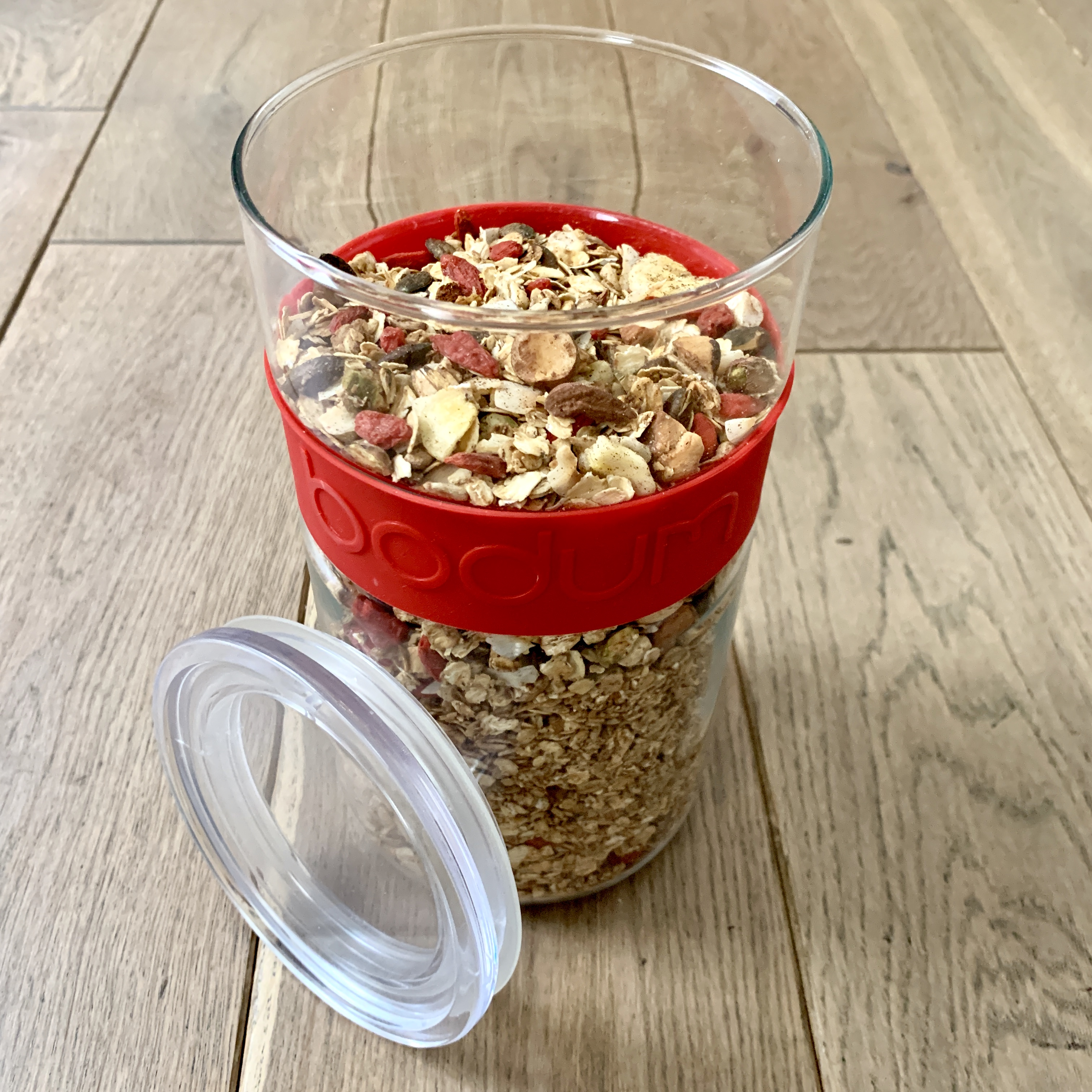 fraises2 - This is an excuse to eat strawberries. (granola recipe)