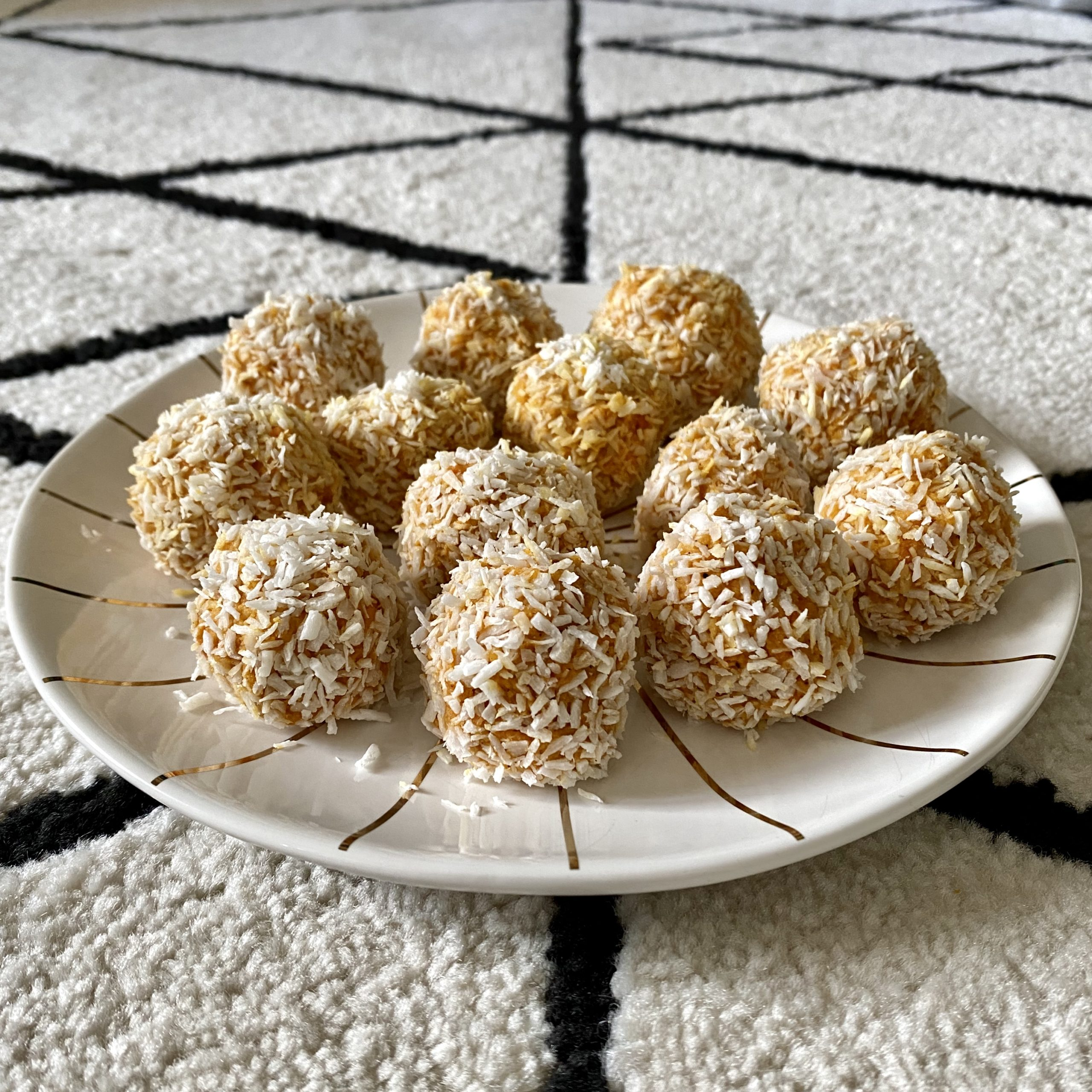 IMG 5289 scaled - Coconut-carrot energy balls for a snack