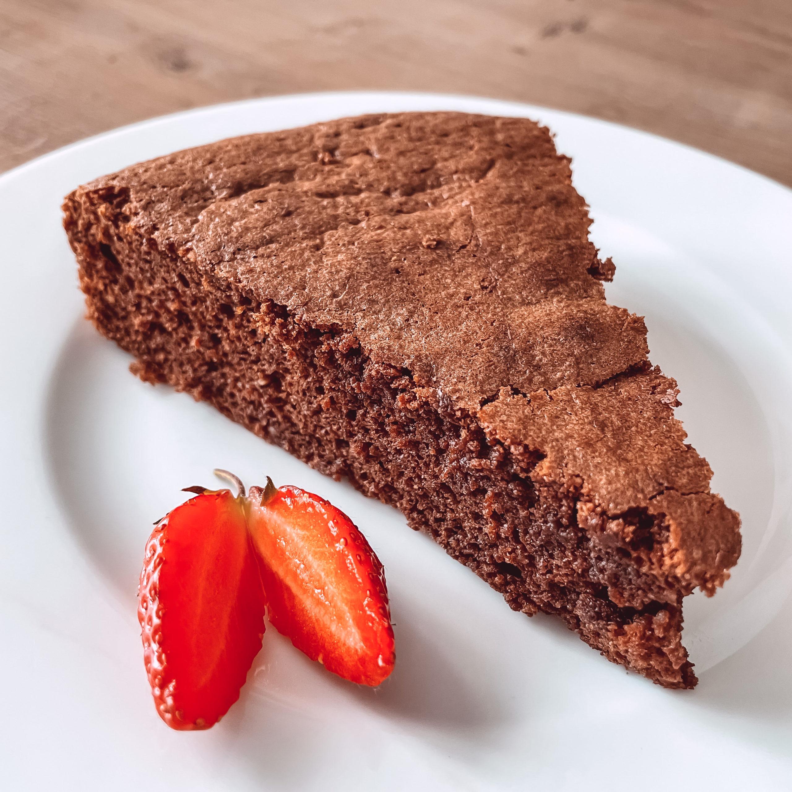 IMG 0198 scaled - Le gâteau au chocolat de mon enfance, et hommage à Suzanne, Paulette et Jeanine.